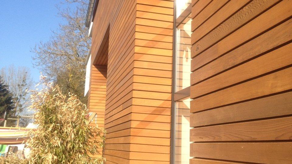 photos bardage bois c dre rouge ambiance bois fourniture et pose de terrasse parquet en. Black Bedroom Furniture Sets. Home Design Ideas