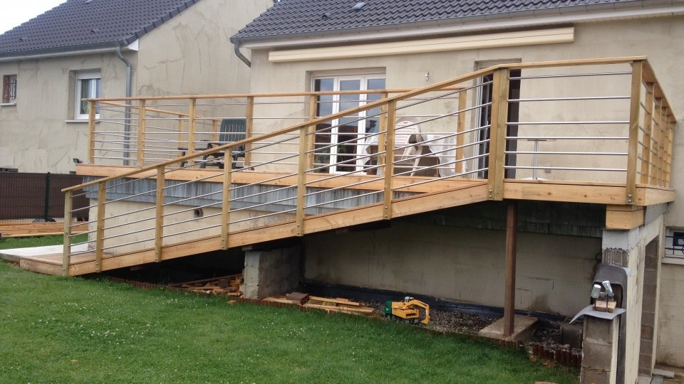 Terrasse et accès à fixation visible
