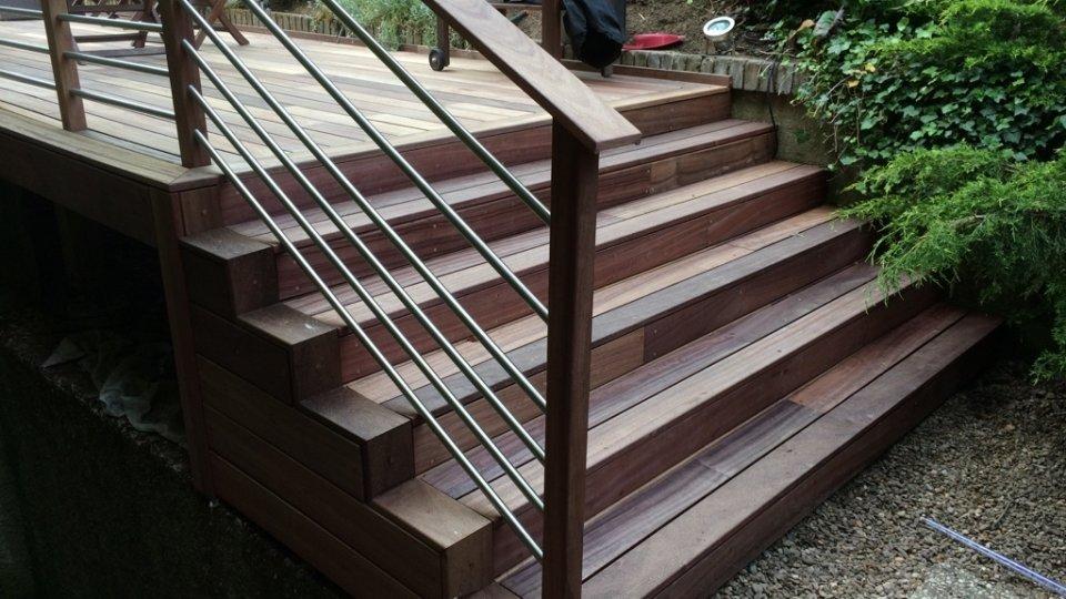 Escalier avec garde-corps et lisses inox